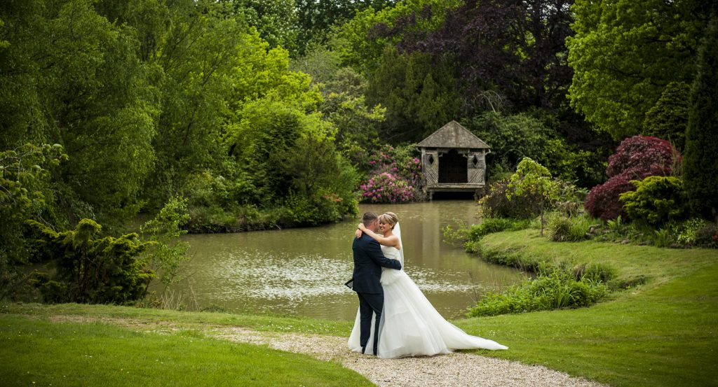 Wedding Photography East Grinstead: Summer Weddings At The Ravenswood Written By Claire Of